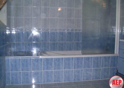 Réalisation d'une salle de bains complète - Baignoire - Faïence et carrelage - Pare bains à Noyant et Aconin 02200
