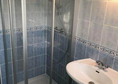 Réalisation d'une salle de bains complète dans les lots plomberie, sanitaire, carrelage, Faïence, électricité à Noyant et Aconin 02200
